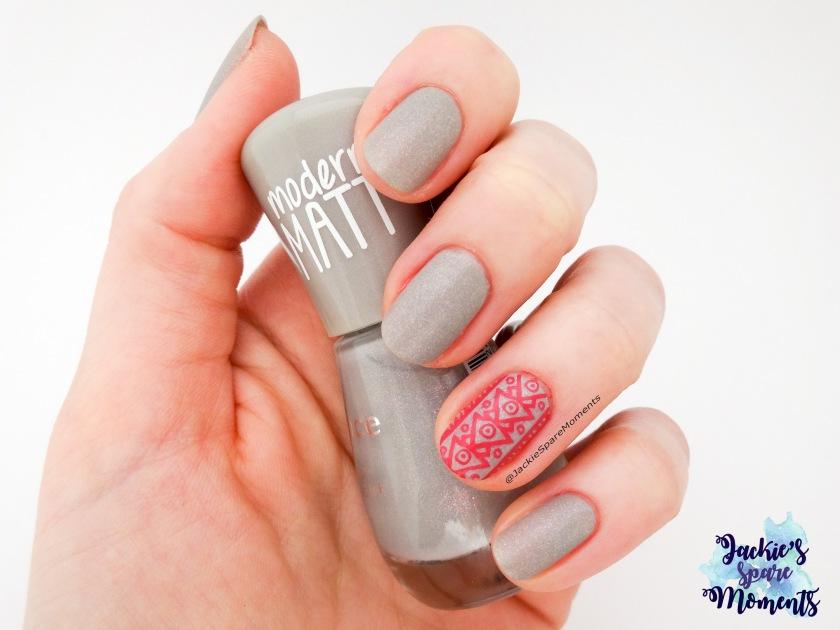 Stamping manicure with essence 100 miracle stone, a modern matt polish