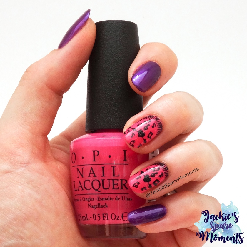 #wirlackierendenSommerbunt Innere Ruhe. Bright pink and purple nails with music notes stamped