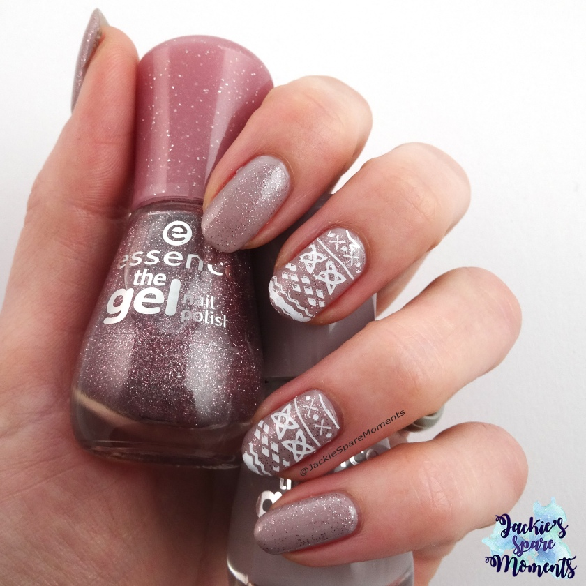 Glittery sweater nails with essence 86 my sparkling darling