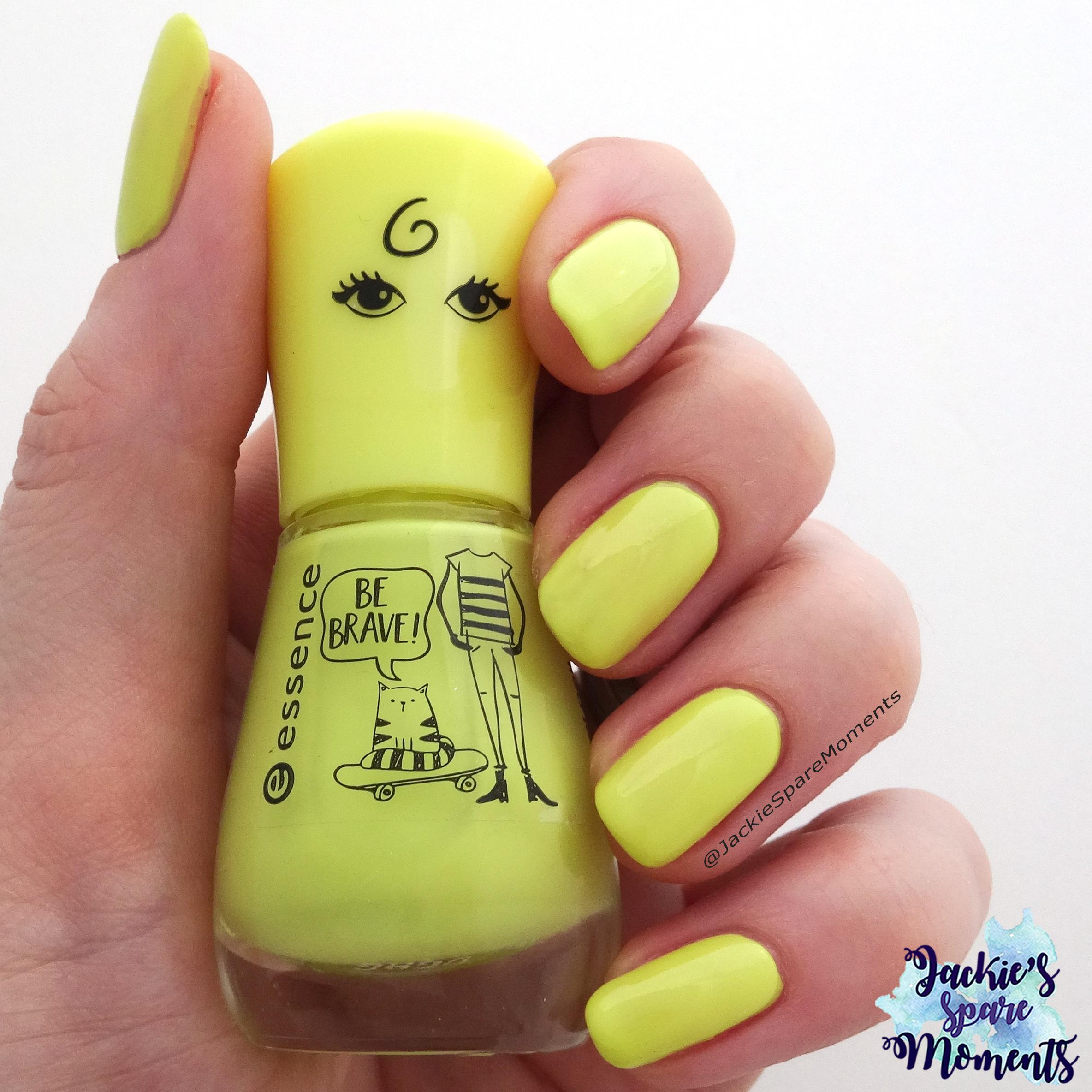 essence the gel polish 114 my highlighter as Pantone limelight