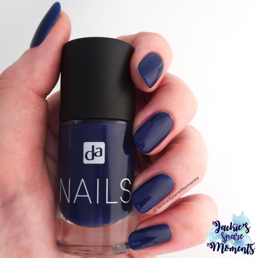 DA Nails 032 Navi Blue as Pantone Sargasso Sea