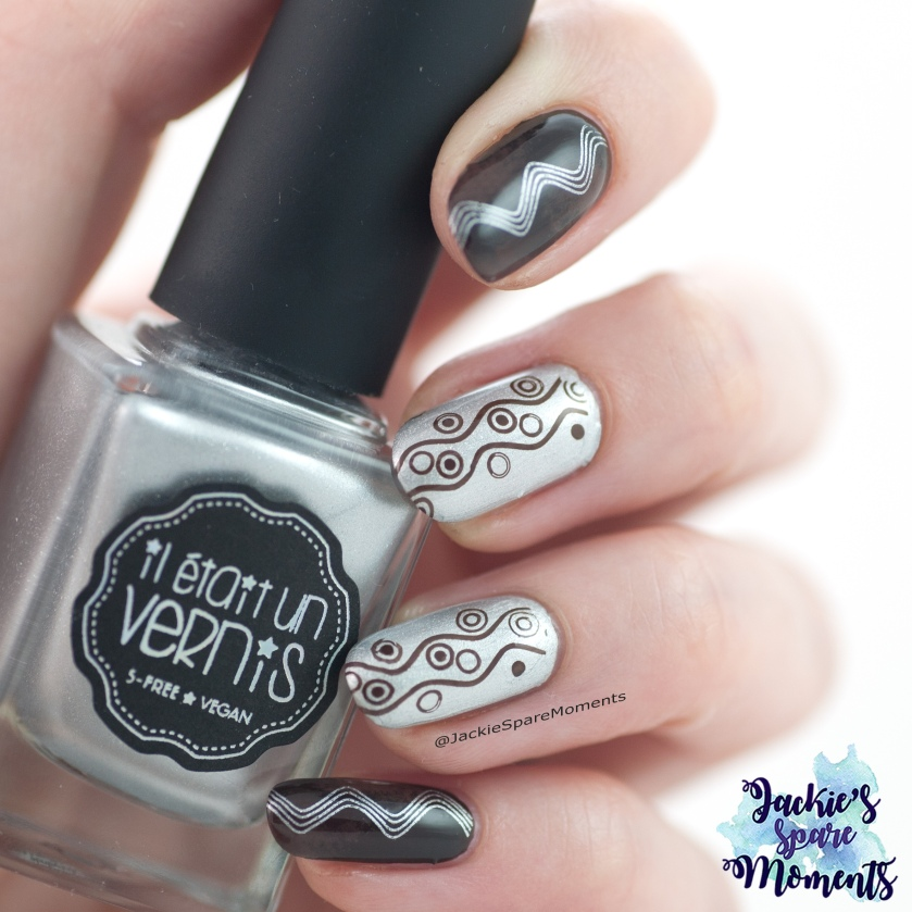 Brown and silver stamping nail art holding Il etait un vernis 50% sparkly, 50% fairy dust.