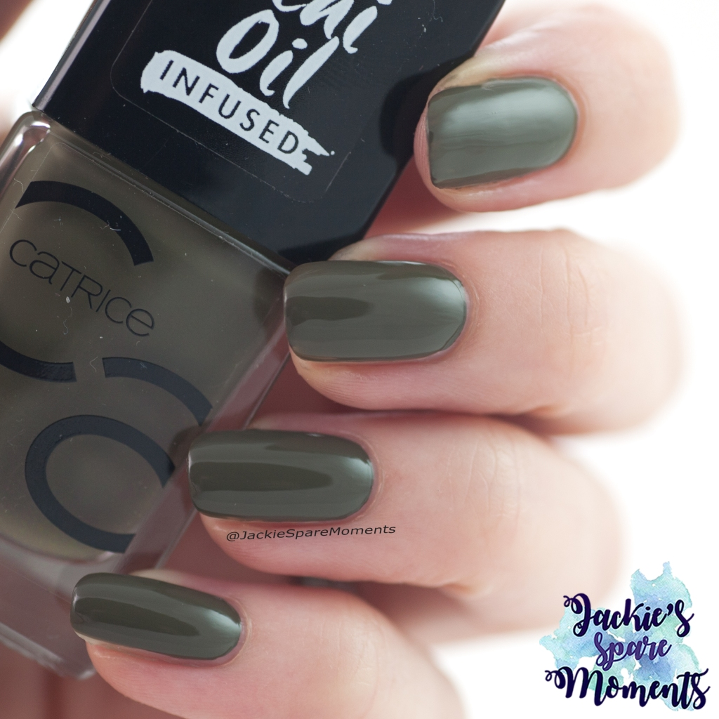 Catrice ICONails 84 My Heart Beats Green Right Now