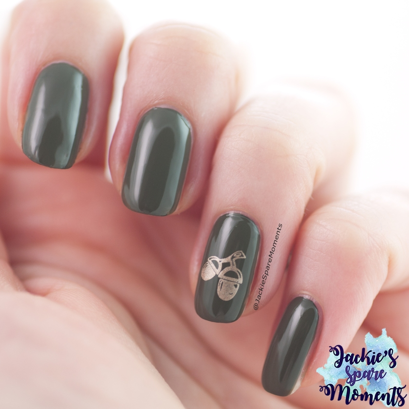 Autumn nail art with acorns and Catrice ICONails 84 My Heart Beats Green Right Now