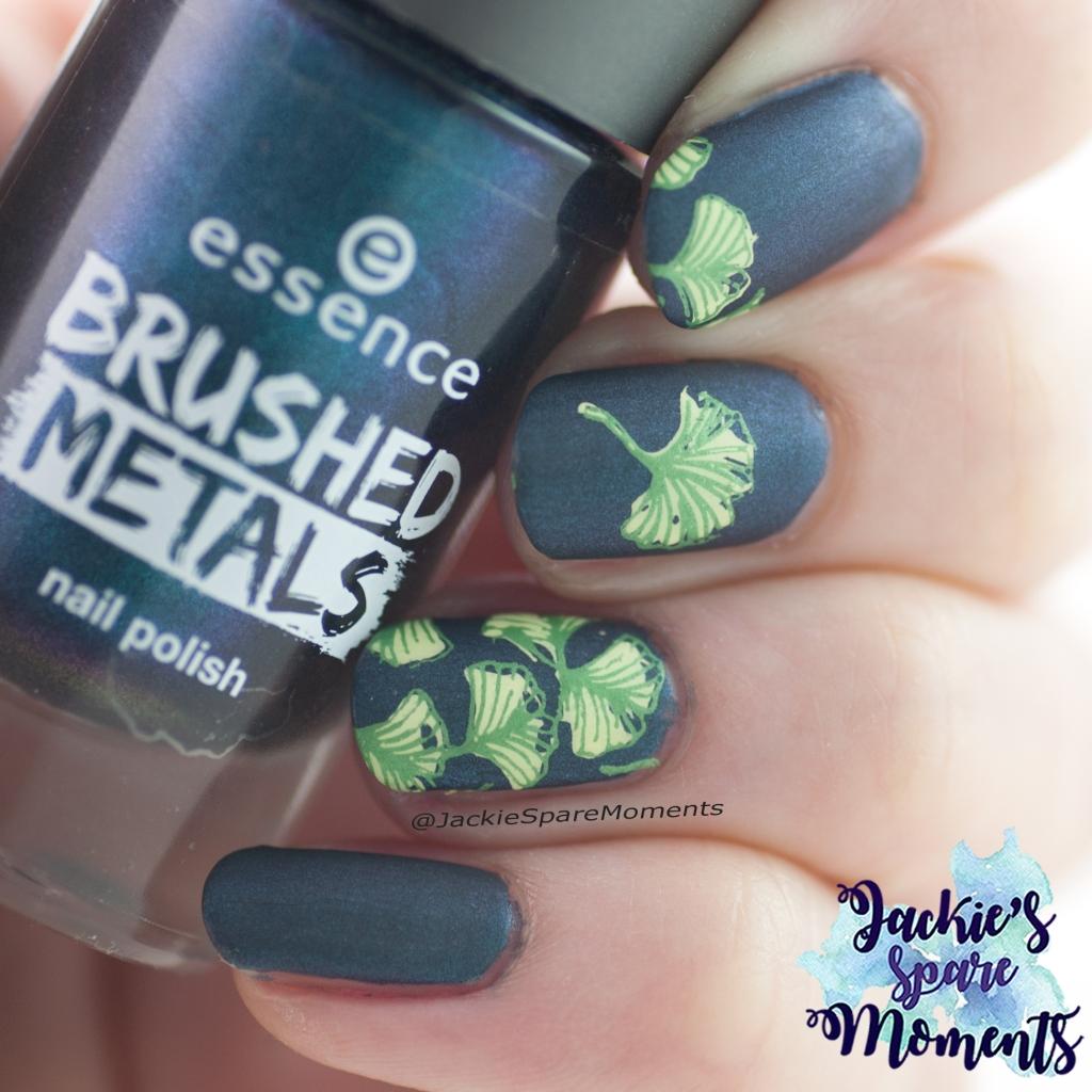 Mattified ginkgo biloba fall manicure