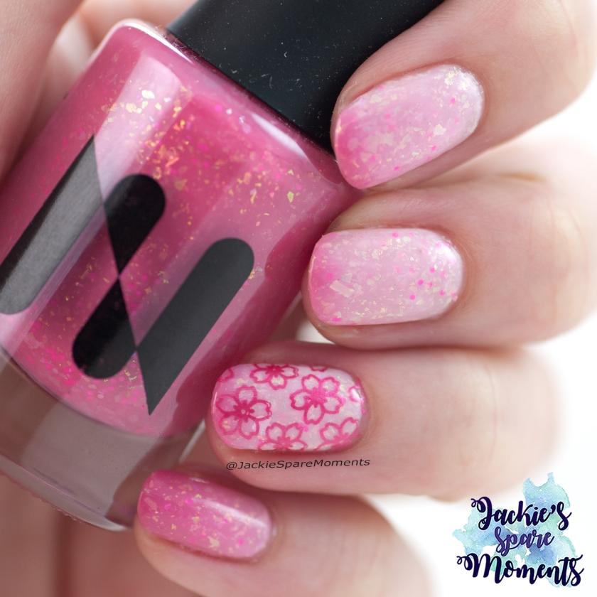 Masura Sakura thermail nail polish with accent nail
